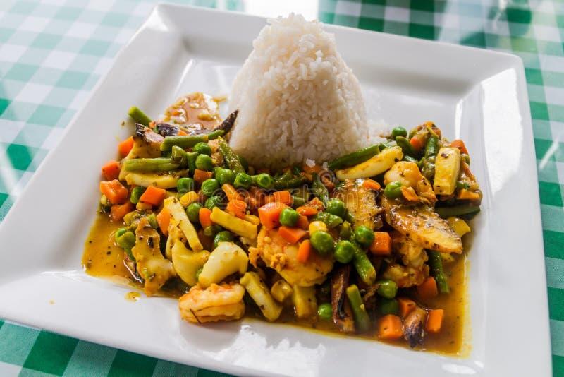 Comida mezclada de los mariscos en el mercado de Mercado de Mariscos Seafood en el ci de Panamá imagenes de archivo