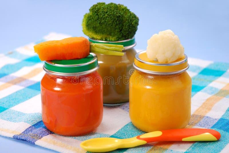 Comida para bebé em uns frascos imagem de stock royalty free