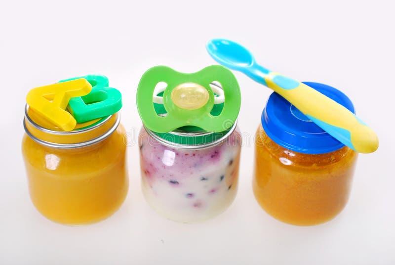 Comida para bebê em uns frascos imagem de stock royalty free