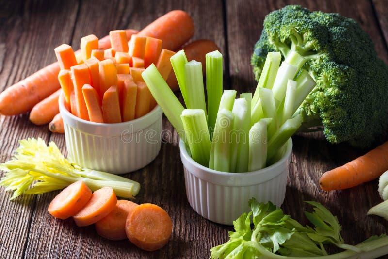 Comida sana - apio y zanahoria fotos de archivo libres de regalías