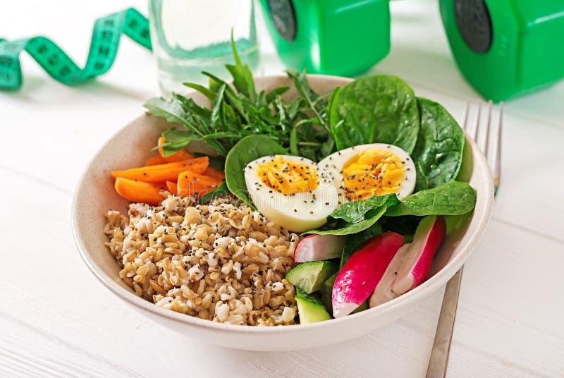Comida sana del concepto y forma de vida de los deportes Almuerzo vegetariano Nutrición apropiada del desayuno sano imagen de archivo