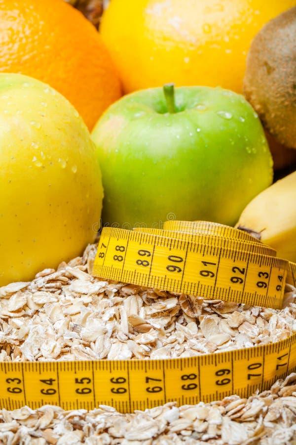 Comida sana, frutas orgánicas frescas en dieta Fondo sano del extracto del desayuno foto de archivo libre de regalías