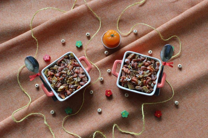 Comida sana: frutas secadas, frutas escarchadas, nueces, semillas, sésamo fotografía de archivo libre de regalías