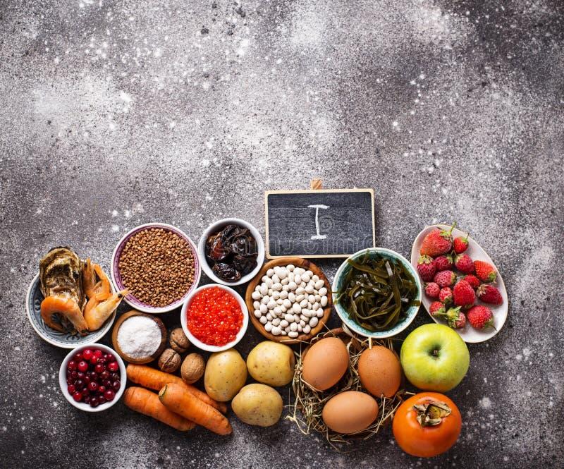 Comida sana que contiene el yodo Productos ricos en m? imagen de archivo libre de regalías