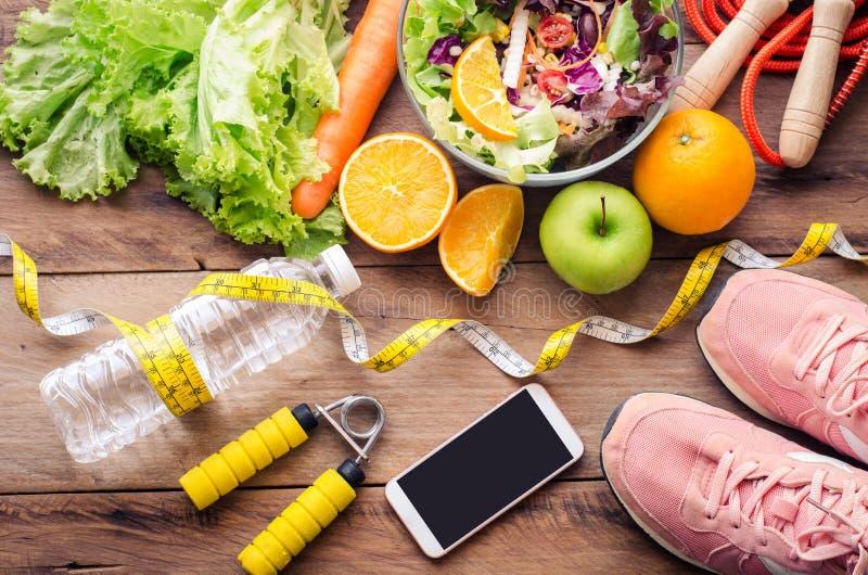 Comida sana y cepillado para la dieta fotos de archivo