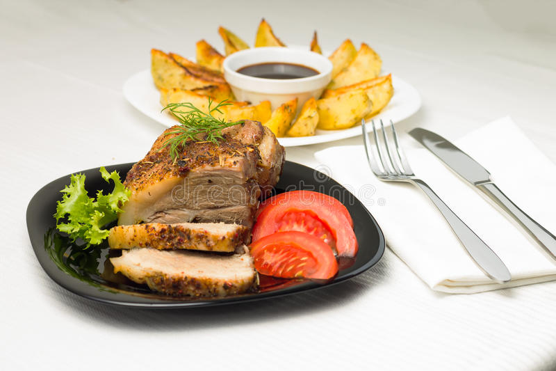 Comida servida con la carne y la patata con aletas foto de archivo