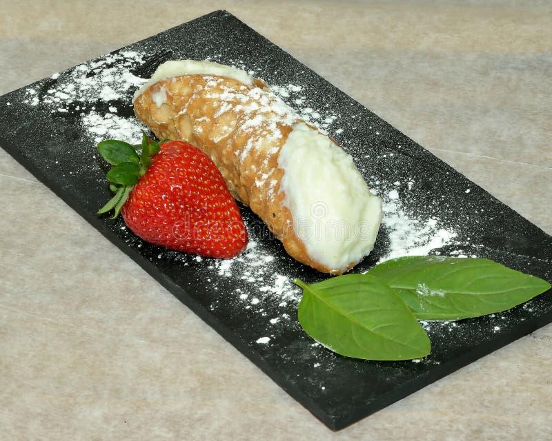 Comida siciliana de Cannolo fotografía de archivo libre de regalías