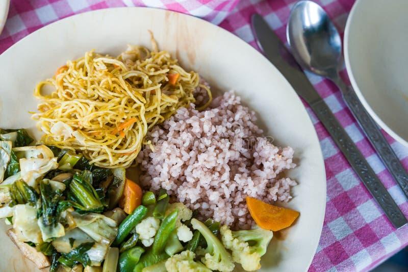 Comida simple del vegetariano de Bhután imagenes de archivo