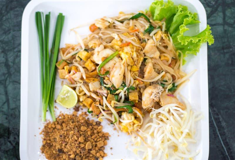 Download Comida Tailandesa De Los Tallarines Del Estilo Foto de archivo - Imagen de limón, cebollas: 42436292