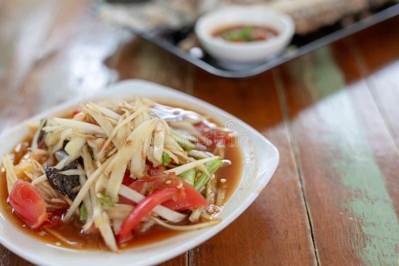 Comida tailandesa famosa, ensalada de la papaya o qué llamamos y x22; Somtum& x22; en tailandés imagen de archivo