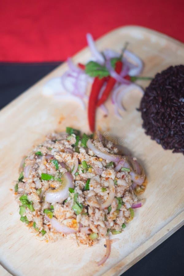 Comida tailandesa, MOO picadito picante de Larb de la ensalada del cerdo foto de archivo
