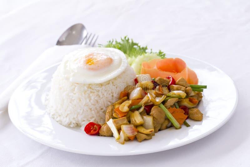Comida tailandesa: Pollo sofrito con el anacardo NU foto de archivo libre de regalías