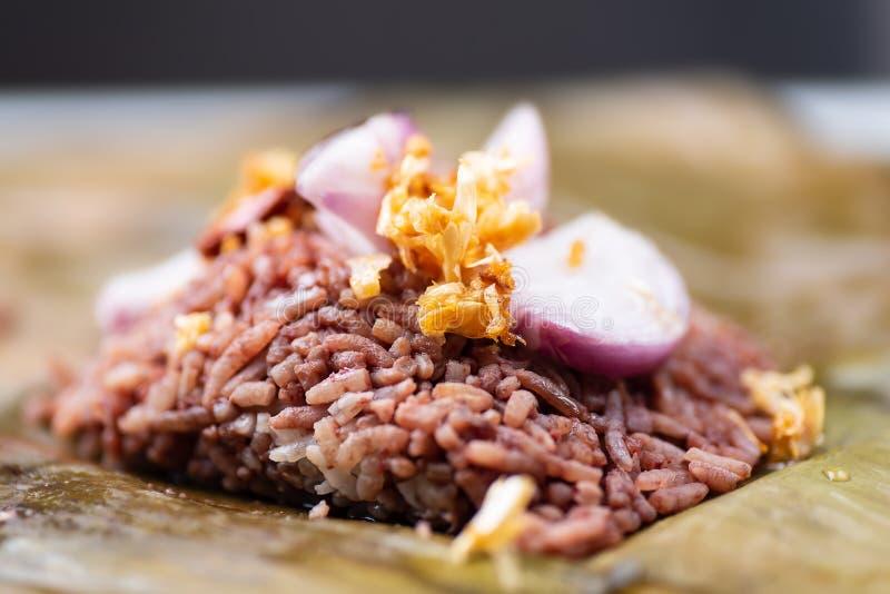 Comida tailandesa septentrional Khao Kan Chin o Khao Ngiao, pudín cocido al vapor con arroz imágenes de archivo libres de regalías