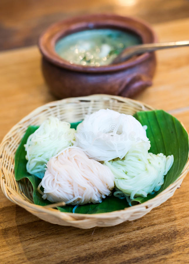 Download Comida Tailandesa, Tallarines De Arroz Con Curry Imagen de archivo - Imagen de comida, internacional: 42439537
