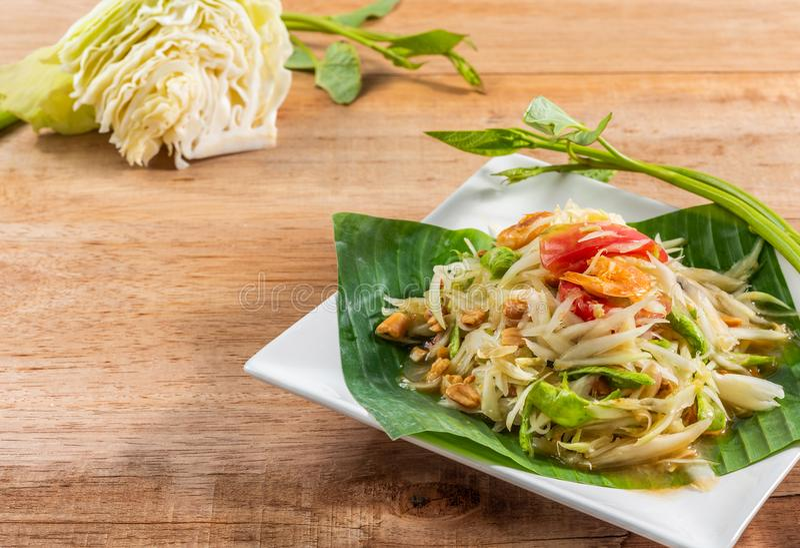 Comida tailandesa tradicional de Tam del som de la ensalada de la papaya fotos de archivo
