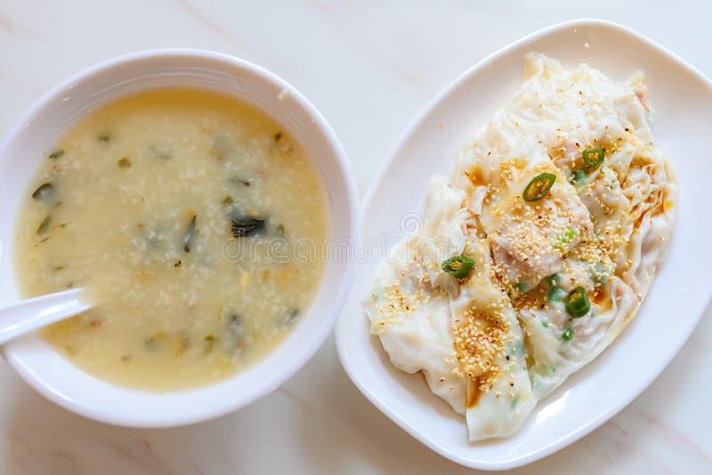 Comida tradicional cantonesa de queijo ou de noodle de arroz e de pata de aveia foto de stock royalty free