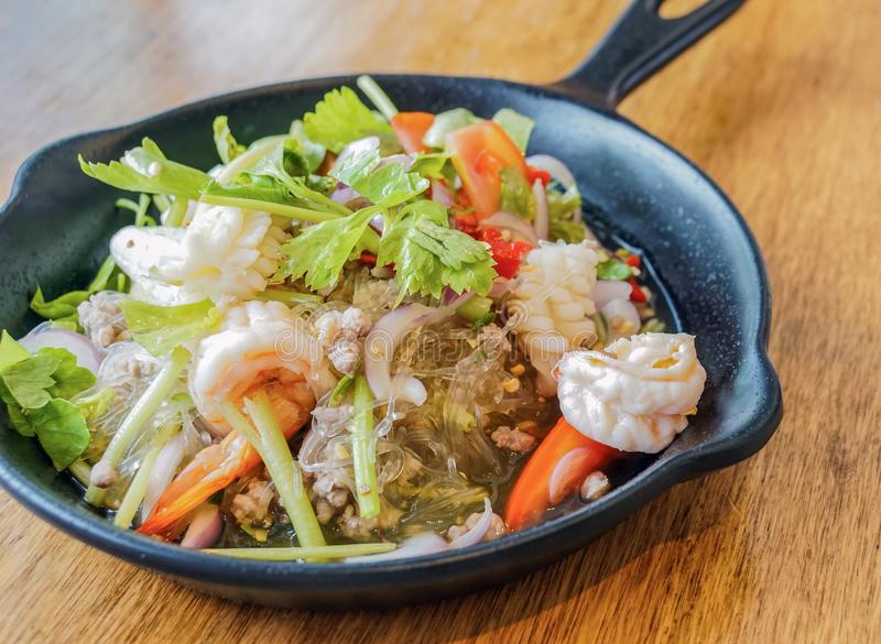 Comida tradicional famosa tailandesa de la ensalada de cristal de los tallarines fotografía de archivo libre de regalías