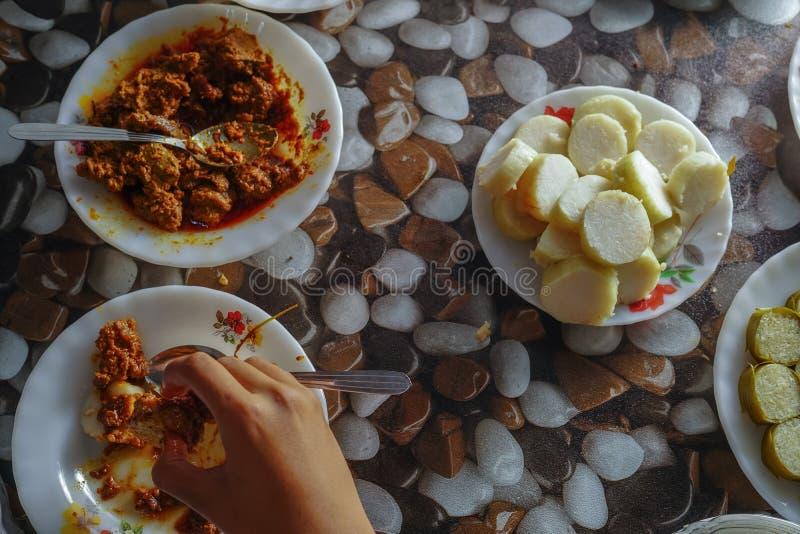 Comida tradicional local malasia en Hari Raya Aidilfitri imagen de archivo