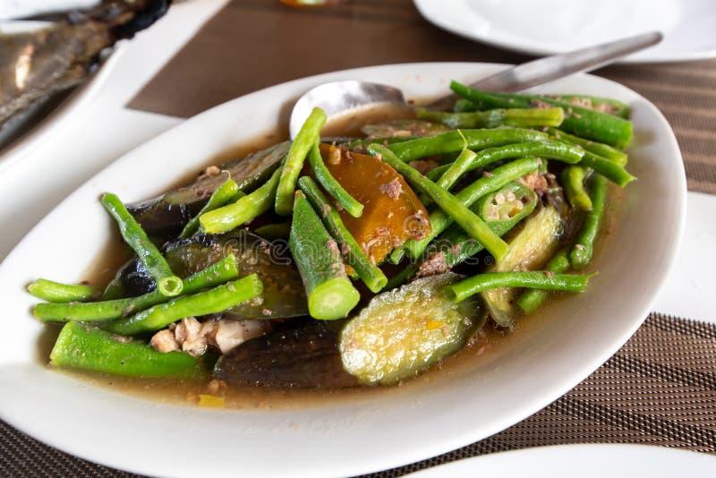 Comida vegetal filipina tradicional - Pinakbet foto de archivo libre de regalías