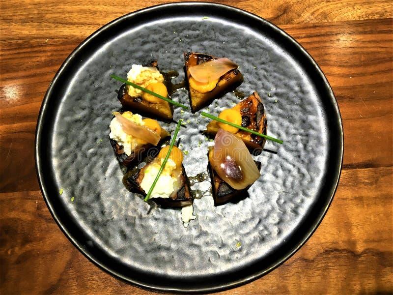 Comida vegetariana con la calabaza del cocinero Xavier Pellicer fotos de archivo