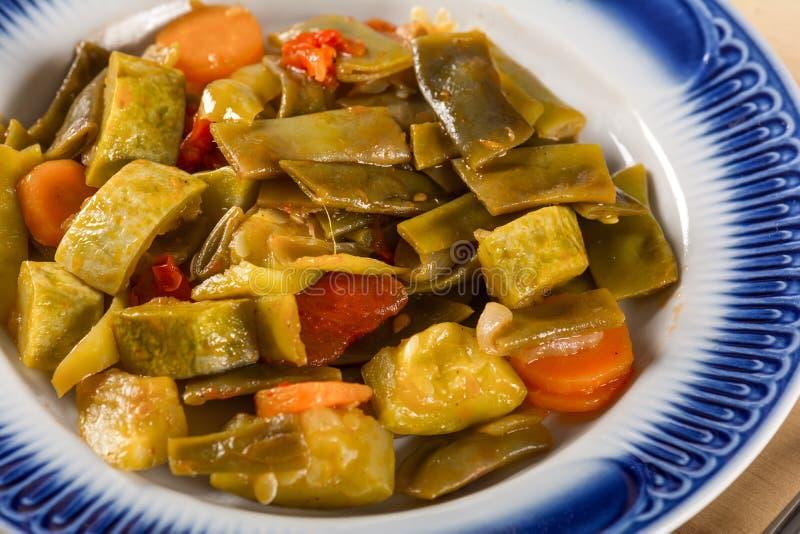 Comida vegetariana, verduras hervidas imagenes de archivo