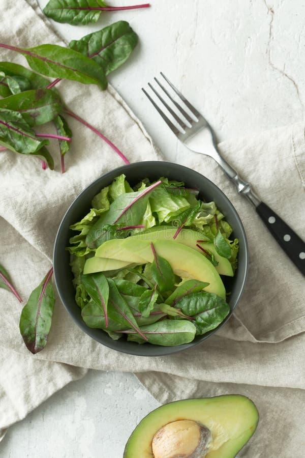 Comida verde del desayuno del vegano en cuenco Consumición limpia, adietando, concepto de la comida del vegano fotos de archivo