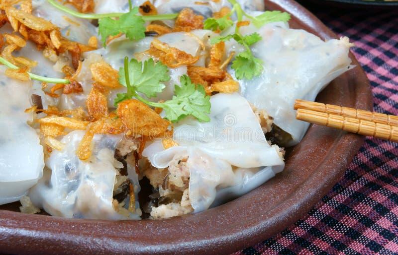Comida vietnamita, rollo de los tallarines de arroz fotografía de archivo