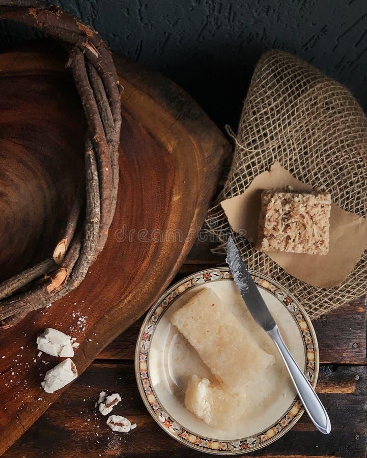 Comida y tabla y texturas de madera imágenes de archivo libres de regalías
