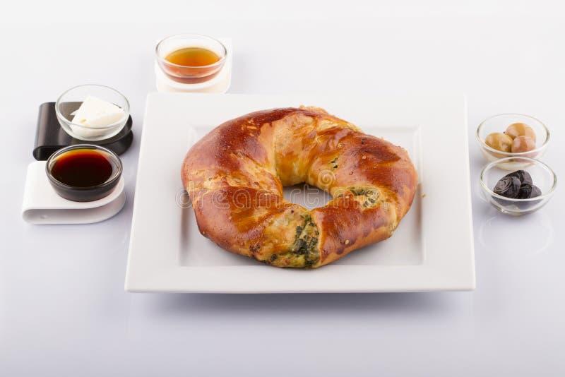 Comidas turcas de los pasteles en un de madera fotos de archivo