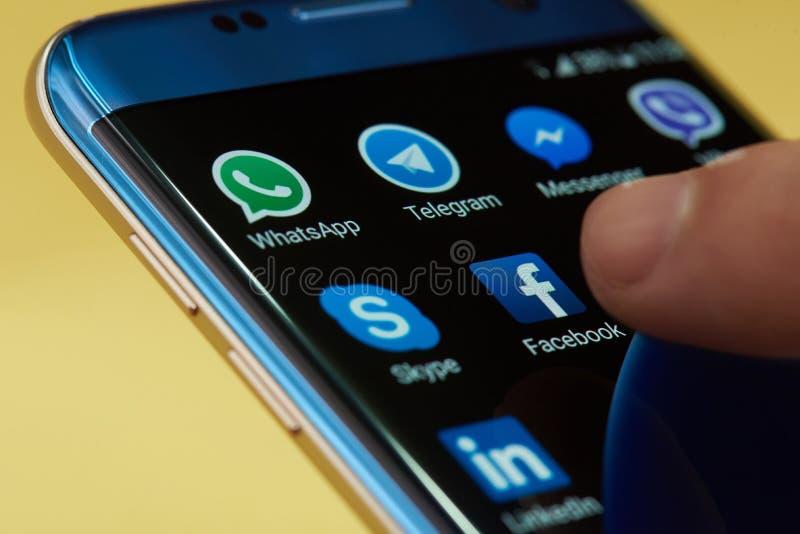 Comience el icono del uso del facebook imagenes de archivo