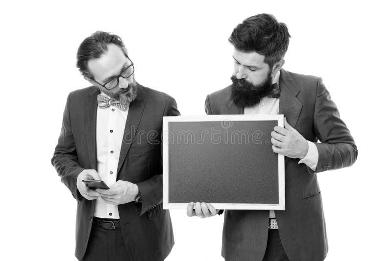 Comience para arriba el proyecto del negocio Proyecto de lanzamiento del negocio Los hombres que los individuos barbudos llevan l imagen de archivo