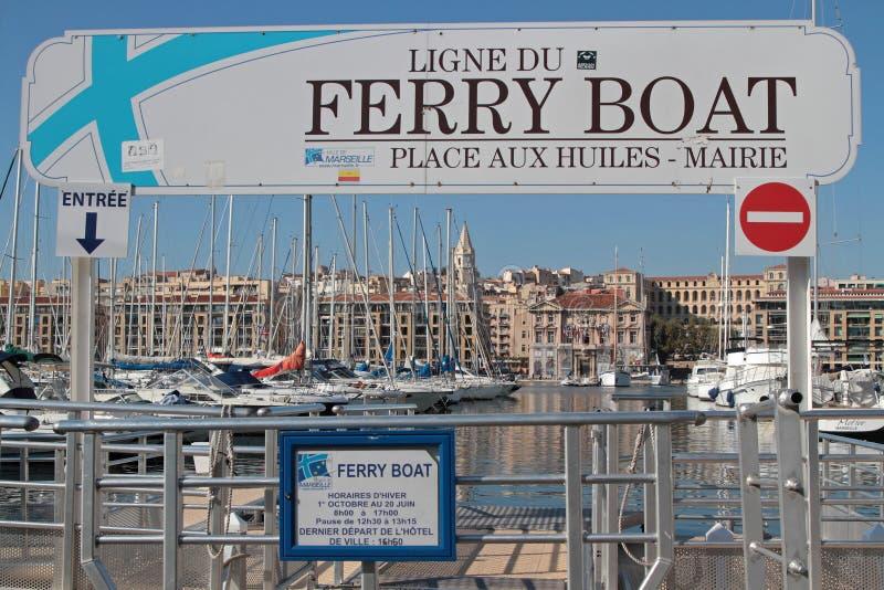 Comienzo del transbordador, cruzando el puerto de Marsella fotos de archivo libres de regalías