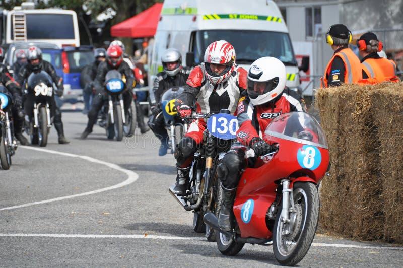 Comienzo que compite con de la calle clásica de la motocicleta - Methven Nueva Zelanda foto de archivo