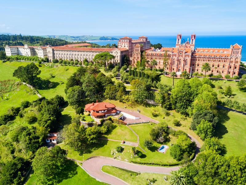 Comillas επισκοπικό πανεπιστήμιο, Ισπανία στοκ φωτογραφίες με δικαίωμα ελεύθερης χρήσης