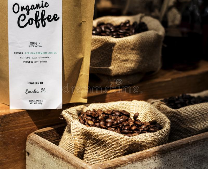 Cominci un nuovo giorno con il prodotto organico del caffè immagine stock