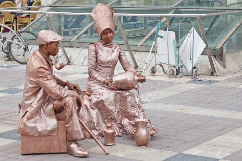 Comiques de couples d'interprètes de rue photos libres de droits