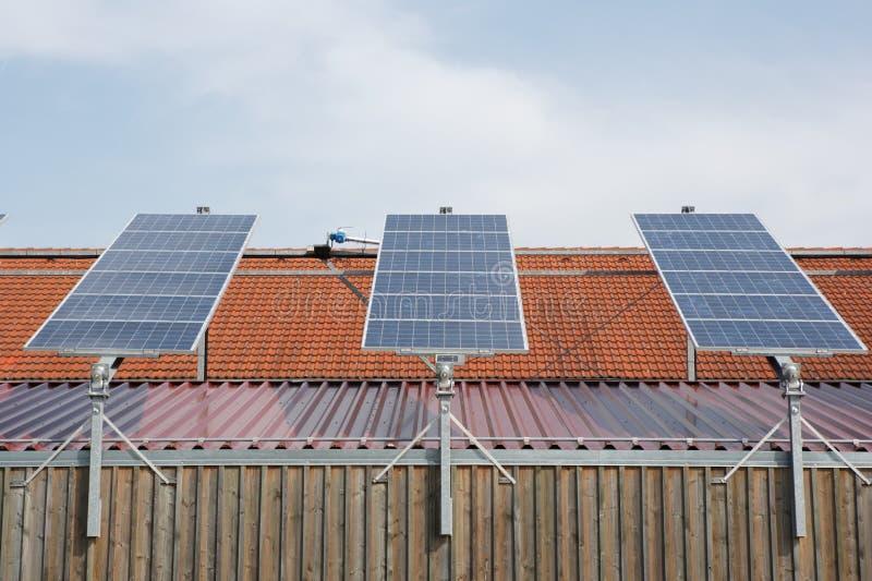 Download Comitati solari fotografia stock. Immagine di casa, cielo - 7307716
