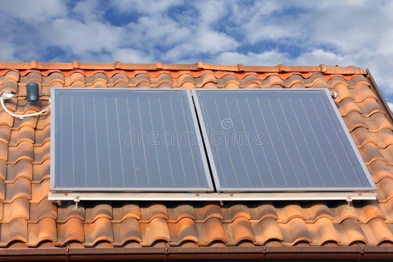Comitato solare del riscaldamento dell'acqua fotografia stock libera da diritti