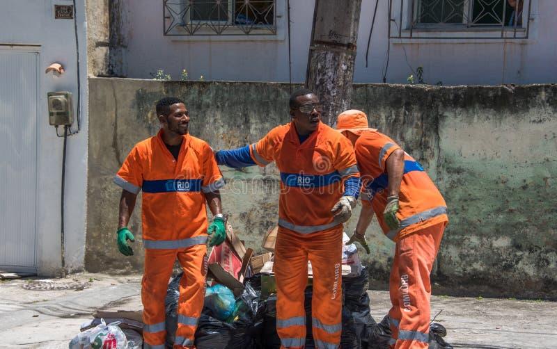 从COMLURB的都市工作者,市政清洁公司, 免版税库存照片