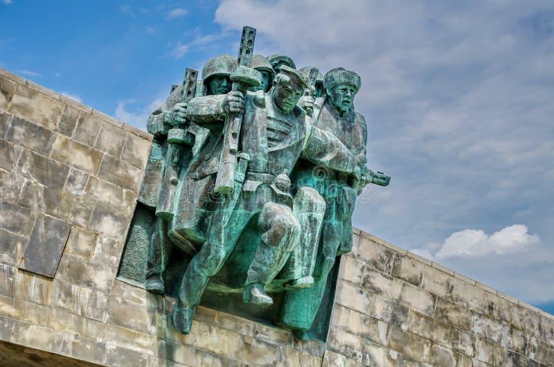 ` Commémoratif de Malaya Zemlya de ` Soldats de la cavalerie le 4 février 1943 closeup Ville de héros de Novorossiysk mémoire 9 m image stock