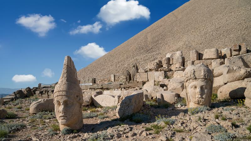Commagenestandbeelden op de top van Onderstel Nemrut in Adiyaman, Turkije royalty-vrije stock afbeelding