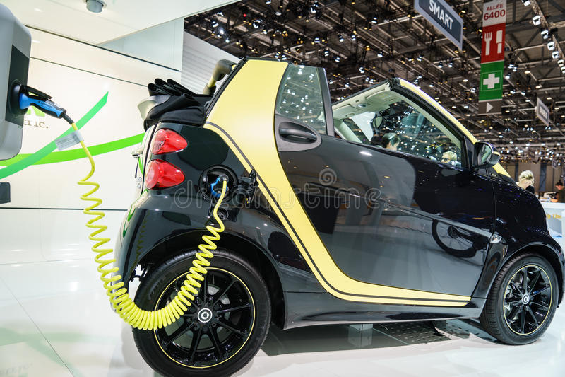 Commande électrique de fortwo futé, Salon de l'Automobile Geneve 2015 photo libre de droits
