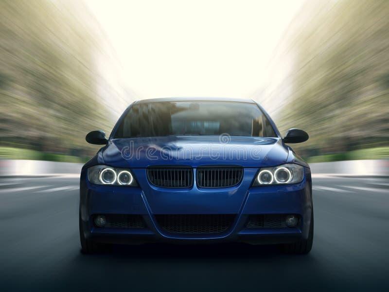 Commande bleue de vitesse rapide de voiture sur la route urbaine photographie stock