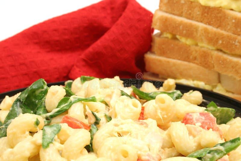 Commande de salade et des sandwichs de pâtes photos stock