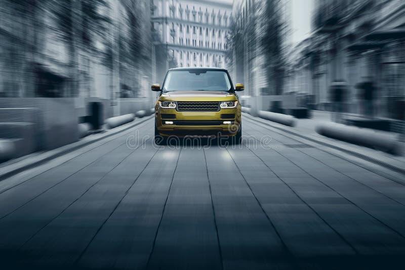 Commande rapide de voiture de la meilleure qualité sur la route dans la ville à la journée images libres de droits