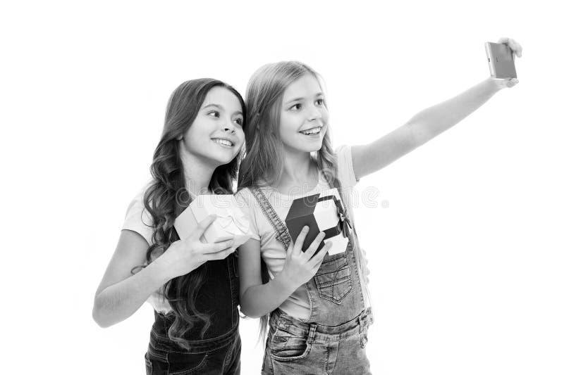 Comme des mannequins Les petits mod?les adorables ont les photos de tir d'autoportrait d'amusement Participation heureuse de peti photos libres de droits