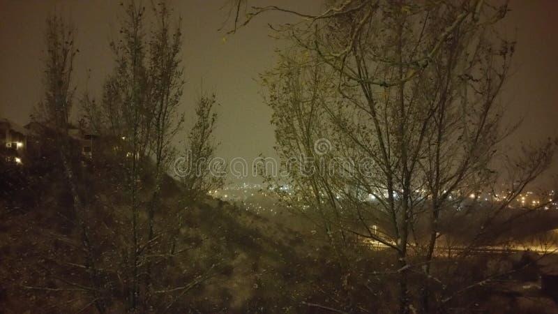 Comme la neige tombe photos stock