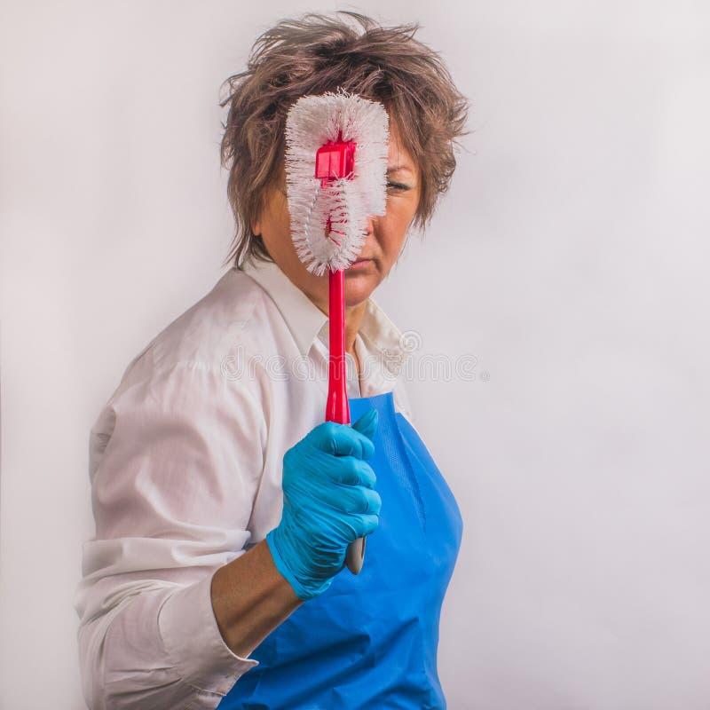 Commencé après vous Avec précision femme en caoutchouc protecteur bleu photographie stock libre de droits