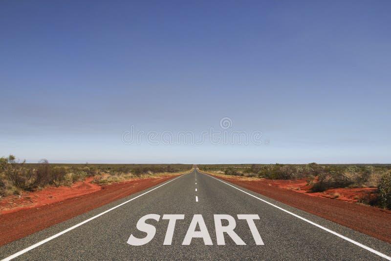 Commencez écrit sur la route photographie stock