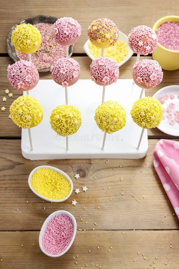 Comment décorer des bruits de gâteau - point par point cours photographie stock